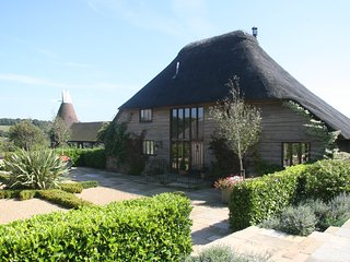 Stunning Thatched Barn Conversion at Streele Farm