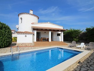 Apart-rent (0005) Bonita casa con piscina en Empuriabrava
