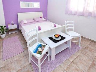 Room Lavander, Vrboska