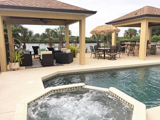 **SPECTACULAR WATERFRONT HAVEN PRIVATE POOL/SPA**, Bradenton Beach