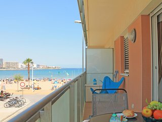"Apartment in front of the beach in L""Escala with sea view"