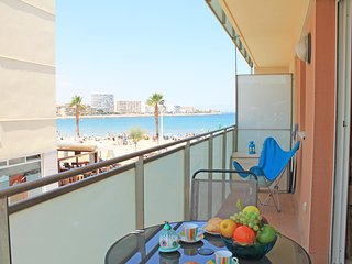 Apartment in front of the beach in L´Escala with sea view