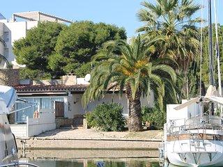 Casa Canigó-Cuca y pintoresca casa individual junto al canal, Roses