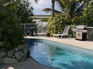 Villa Verde: 3 bedrooms  home on the water with pool!, Long Bay Beach