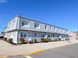 Come enjoy Island living! Perfectly located weekly summer rental on LBI, Ship Bottom