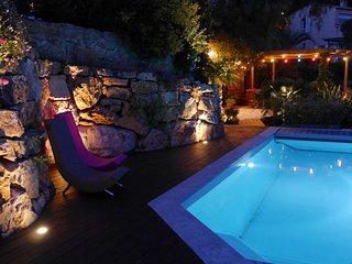 Gite T2 au 1er dans Villa,Hauts de Hyeres avec vue mer - piscine chauf plein sud