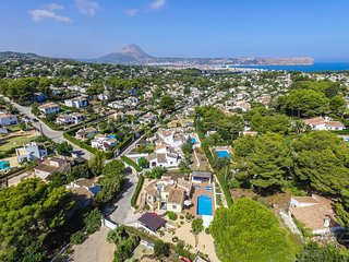 VILLA CHRISTINA JAVEA  close to the beach with wifi, swimming pool and air con
