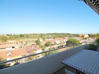 Cozy holiday home with private garden, L'Escala