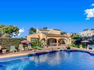 VILLA CHOPIN  JAVEA Fabulous spacious villa wifi, full air con & Large pool, Javea