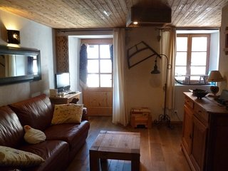 Maison D'Olga - Charming studio apartment in traditional Savoyard village, Peisey