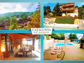 Heavenly 3-story villa in Sant Feliu with 5 bedrooms and a private pool only 25km from Barcelona, Castellar del Valles