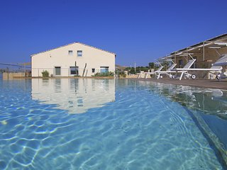 Sud, Petrantica Resort with scenic pool, 6 people