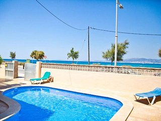 Villa 34 seafront with private pool