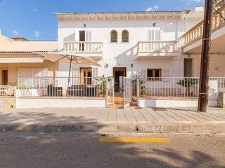 CAN BIEL,  moderna casa a 100 metros de la playa de Can Picafort., Ca'n Picafort