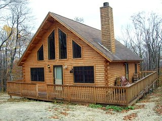 Cabin minutes from Mount Snow and Pet Friendly, Wilmington