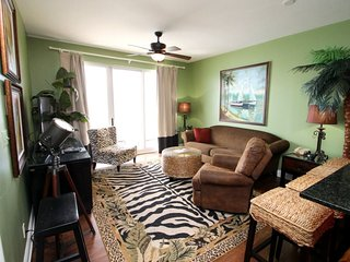 Lavish 1 bedroom at Calypso Resort has FREE BEACH CHAIR SERVICE in Gulf Front Condo - Across from Pier Park!, Panama City Beach