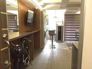 NEW ! Sparkling Steps to Tram, Murphy Bed, Balcony, Medellín