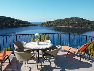 Spacious 2-bedroom apartment with amazing sea view, Korcula Town