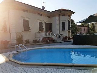 Heated pool and lower prices for Sept/Oct.Sleeps 8 + kids. Ideal for families.