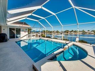 Villa Anna ~ Quick Gulf Access ~ Kayaks, Bikes~Family Fun., Cape Coral