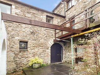 BARN OWL COTTAGE, character, open plan, in Lindale, Grange-over-Sands, Ref 948981