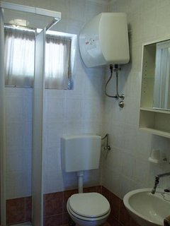 A2-Veliki(3): bathroom with toilet