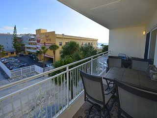 BEACHSIDE 2 BEDROOM ON  MADEIRA BEACH JUST STEPS TO JOHN'S PASS