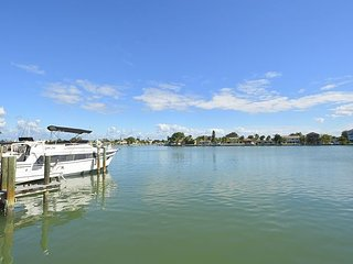 Great Intracoastal Family Home with Dock! Lots of new furnishings., Indian Rocks Beach
