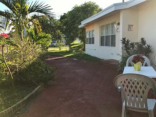 Nice big Room In North Mimia  Beach, sleep 3! close to all!, North Miami Beach