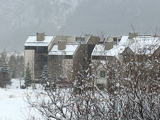 Copper Mountain Condo, East Village, steps from the Super Bee Lift