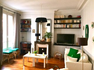 Spacious Monceau Courcelles apartment in 17ème - Arc de Triomph with WiFi & balkon., Parijs