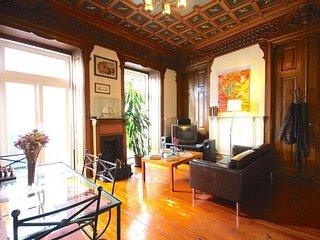Spacious Mozart apartment in Bairro Alto with WiFi & balkon.