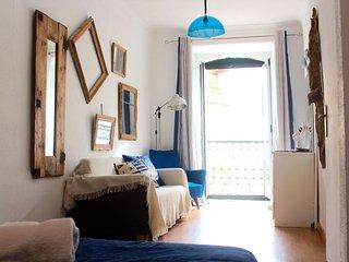 Saffron White  apartment in Bairro Alto with WiFi., Lisboa