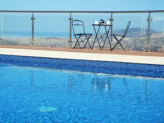 Spacious Vineyard Villa near Paphos with pool heating and panoramic views, Stroumbi