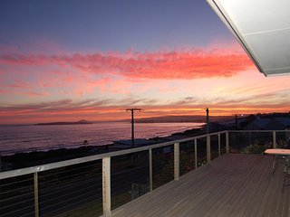 98 Seagull Avenue - Stunning views perfect for up to 12 Guests, Port Elliot