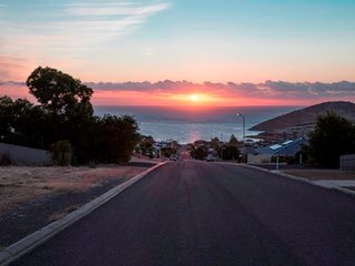 99 Battye Road - Great Views and Sleeps 13