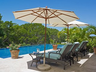 Greentails Residence 1, Sleeps 8, St. James