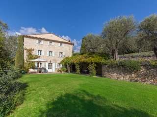 Near Grasse, on Famed Côte d'Azur, 5 Bedrooms, Heavenly Garden & Pool