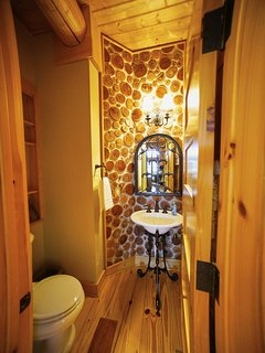 Guest bathroom at Red Stag Lodge.