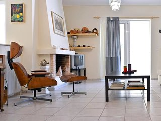 Great 2 bedrooms apt for6 in Marousi near Kifisias
