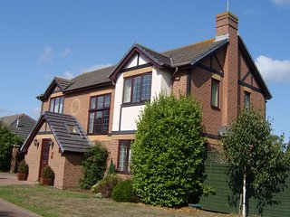 Bembridge:Family house near to beach, parking, boat space & garden