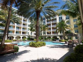 **Summer Discounts!** Upscale Condo at The Moorings, Minutes from Sunny Palm