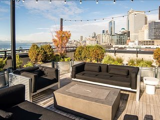 One-Bedroom Upscale Apartment in Stadium District, Seattle