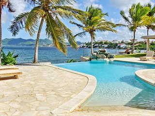 Villa LagoonSide ALSO RENTS AS A 4, 5 OR 6 BEDROOM SAINT-MARTIN