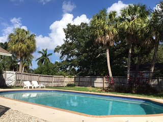 EAST BOCA RATON !!! House Near Beach With Pool and florida room , nice backyard
