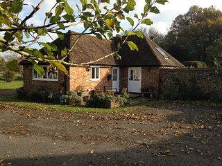 Idyllic rural cottage, close to Canterbury