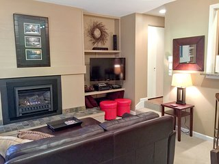Snowater Family Condo #50- FIREPLACE, HEATED FLOORS, WASHER/DRYER, D/W, SLEEPS-4