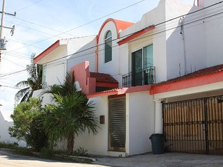 Isla Blanca, Cancun - Eolos Kiteboarding Posada B&B - BDR with Single Beds (2)