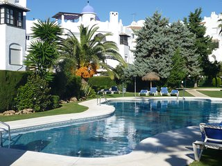 Spacious Apartment In Calahonda Near Beach & Facilities, Sleeps 6 NO CAR REQD!