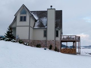 Rent 3 nights get one FREE!** 4BR Chalet-Hot Tub, Billiards, Fire Pit.